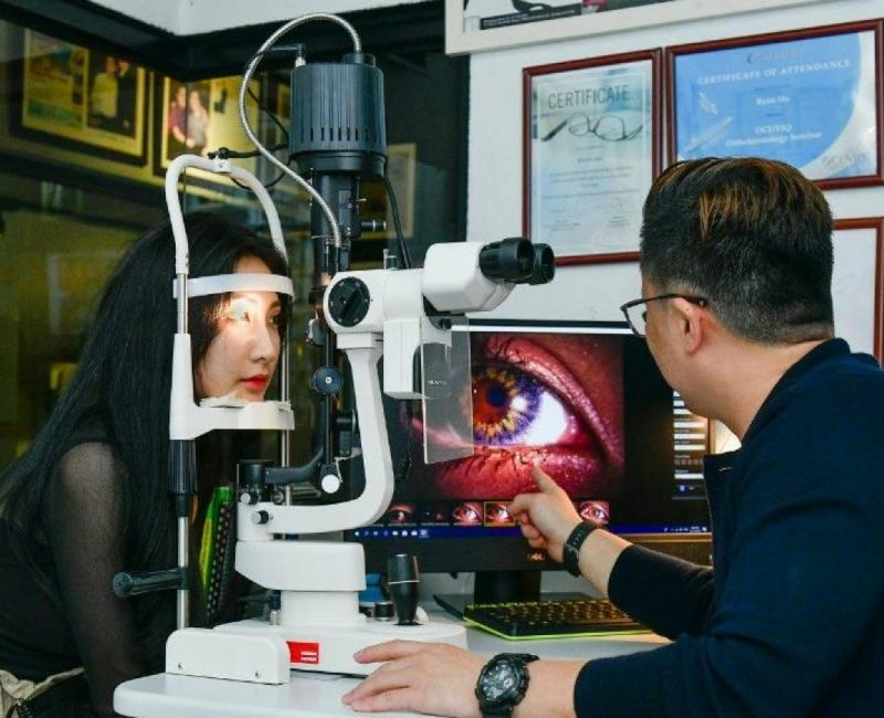Optometrist Contact Lenses testing