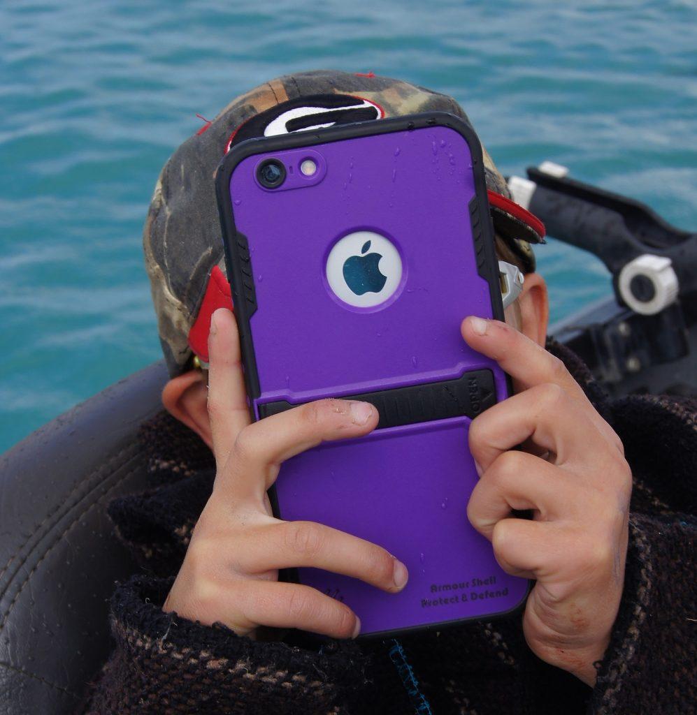 Kids watching phone screen children myopia short-sighted