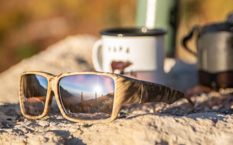 Kacamata Hitam Jonathan Paul