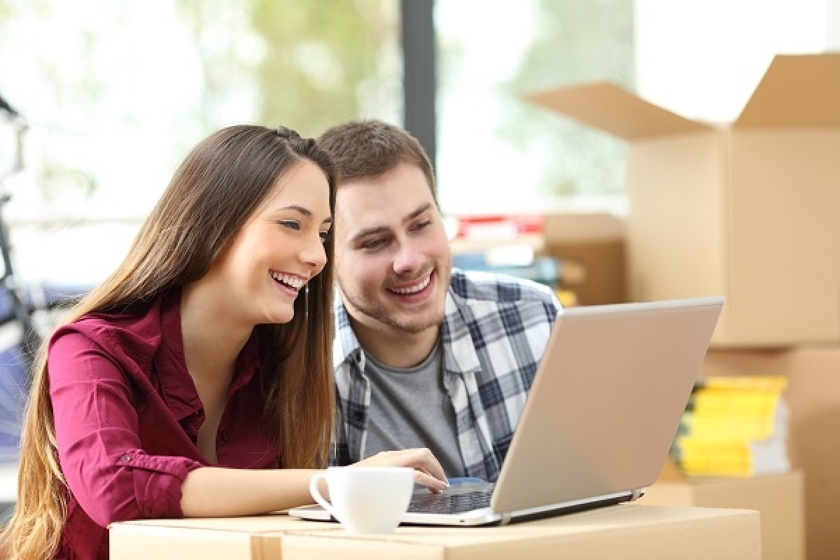 couple buy contact lens online