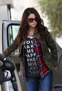 Celebrity-Street-Style-Selena-Gomez